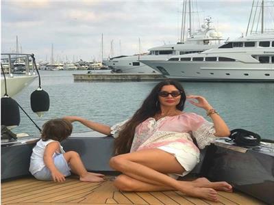 لاميتا فرنجية تتألق بـ «مايوه أحمر» على شواطئ ايطاليا| صور