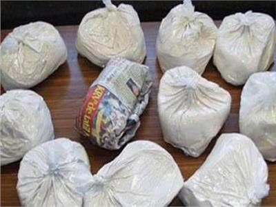 سقوط عصابة تدير مصنعًا لإنتاج الهيروين في القليوبية