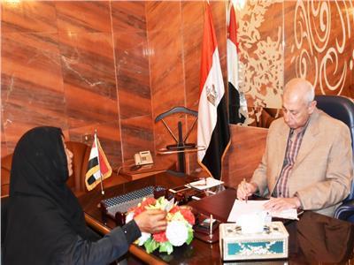 محافظ أسوان يكرم محمود فرج لمساهمته في نشر اللغة العربية