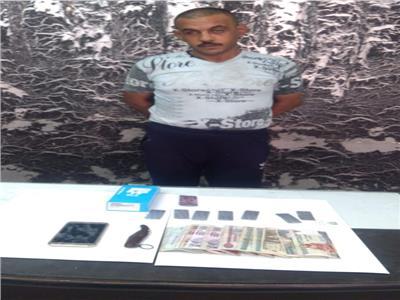 القبض على عاطل تخصص في سرقة هواتف المحمول بالإكراه