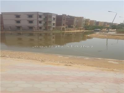 صور| الصرف وكسر مواسير المياه.. كابوس يطارد أهالي «ابني بيتك»