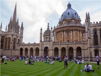 """جامعة """"إكسفورد"""" البريطانية تقدم 50 منحة لمعلمي اللغة الإنجليزية بجنوب سيناء"""
