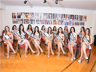 صور| عرض أزياء لملكات جمال العرب في مارينا