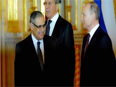 بالفيديو.. سفير مصر في روسيا يحضر مباراة المنتخب مع نظيره الروسي الليلة