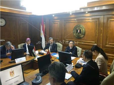 """وزير التعليم العالي يستعرض تقريرًا بشأن """"اللجنة المصرية الصينية للبحث العلمي"""""""