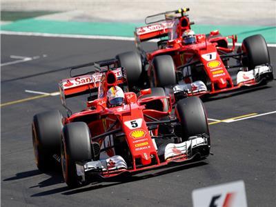 هاميلتون يفوز بسباق سنغافورة ..ويعزز تصدره لبطولة «فورمولا 1»