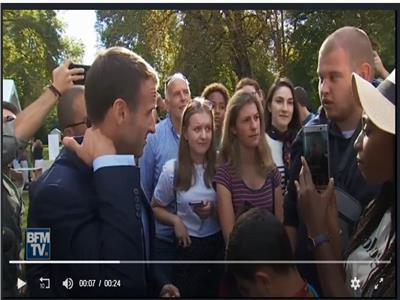 ماكرون والبستاني.. حكاية فيديو أثار الجدل في فرنسا