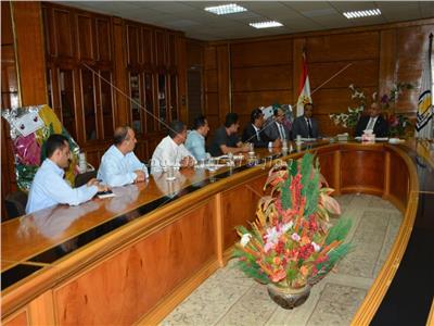 رئيس جامعة أسيوط يلتقى ممثلي الطلاب الوافدين من اليمن