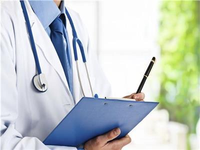 «الصيادلة» لـ«الأطباء»: اكتبوا الروشتة بخط واضح بدلا من الشفرات
