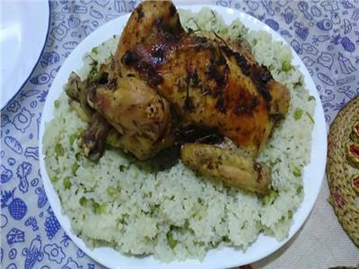 طبق اليوم..«دجاج بالزعتر مع أرز بالبازلاء والبقدونس»