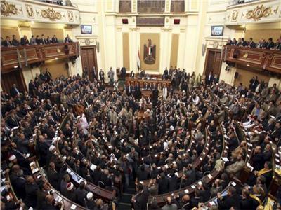 البرلمان يشدد العقوبة على حيازة الأسلحة البيضاء ومسدسات الصوت