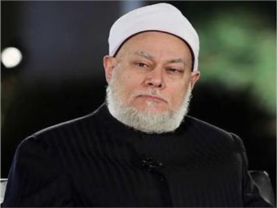 بالفيديو| «علي جمعة» يكشف عن حكم الدين في ارتداء الرجال لـ«الألماظ»