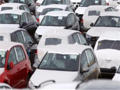 «المالية» تحسم الجدل حول إلغاء جمارك السيارات الأوروبية