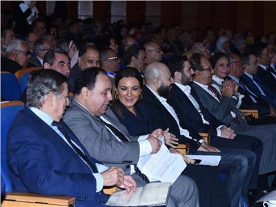 وزير المالية يدعو الشباب إلى الإبداع للوصول إلى المناصب القيادية