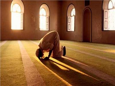 هل نسيان البسملة في الفاتحة خلال الصلاة يبطلها؟.. «فتوى»