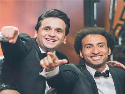 فيديو  نجوم مسرح مصر يغنون «يتعلموا» لعمرو دياب