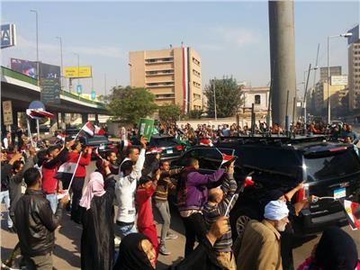 المصريون يحتفلون بزيارة «بن سلمان» في ميدان التحرير
