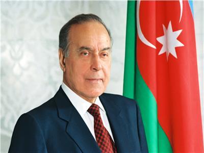 سفير أذربيجان بالقاهرة يحيي ذكرى وفاة مؤسس بلاده الحديثة