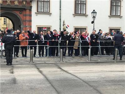 نقاط مضيئة في زيارة الرئيس للنمسا.. الجالية والسفارة «جهد ووطنية»