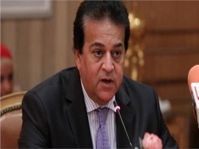 وزير التعليم العالي يكشف عن موقع إلكتروني مشترك مع وزارة الصحة