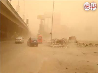 فيديو| العاصفة الترابية تضرب شوارع مصر
