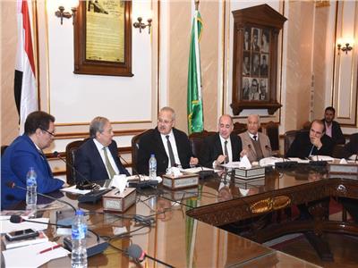 الخشت: دعم صندوق الرعاية الطبية للعاملين بجامعة القاهرة بـ3 ملايين جنيه