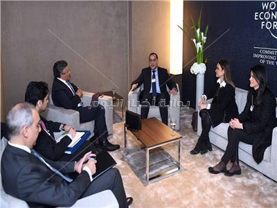 رئيس الوزراء يلتقي وزير الاقتصاد والتخطيط السعودي