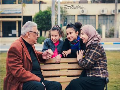 فتاة تفاجئ والدها بجلسة تصوير بالإسماعيلية