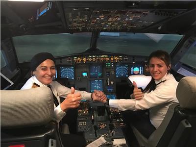 صور| أول مصرية تعمل مدربة على طائرة ركاب : فخورة بما حققته من انجاز