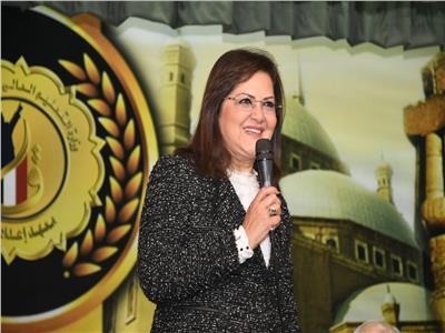 وزيرة التخطيط: رعاية أسر الشهداء والمصابين دور وطني وقومي
