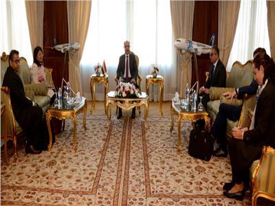 وزير الطيران: نتطلع للتعاون المثمر والبناء مع البنك الدولي