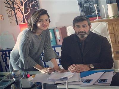 شاهد  ياسر جلال يتضامن مع منى فاروق بصورة و«تعليق»