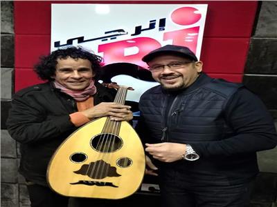 الفنان علي حميدة: علمت وردة عزف العود