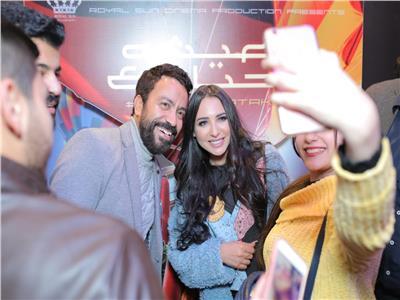 صور  سامح حسين وساندي يشاهدان «عيش حياتك» مع الجمهور