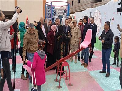 محافظ شمال سيناء يُكرم 25 مدرسًا وطالبًا بالعريش