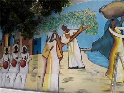 طلاب التربية النوعية بعين شمس يجملون جدران كلية الصيدلة