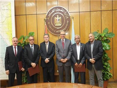 وزيرا قطاع الأعمال والقوى العاملة يشهدان توقيع اتفاقية بـ«القومية للأسمنت»