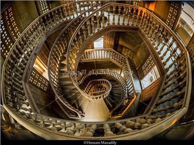 «المناديلي» يحصد جائزة مسابقة التصوير المعماري عن «سلم قصر البارون»