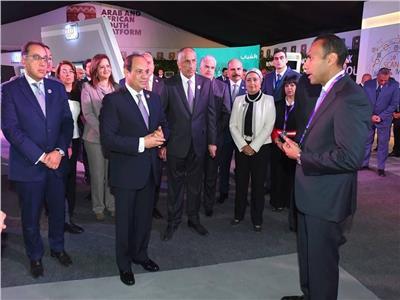 «السيسي» يتفقد جناح بنك مصر وانجازاته في مجال تكنولوجيا التحول الرقمي