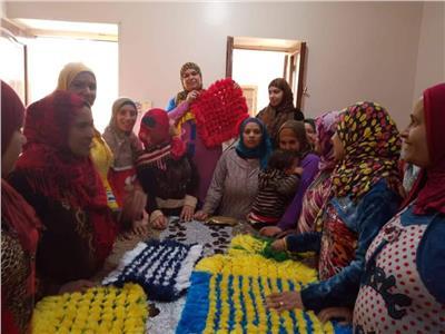 صور| ورش فنية للاحتفال بأعياد المرأة في ثقافة المنيا