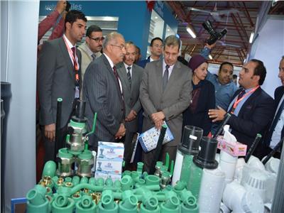 افتتاح المعرض التخصصي للبناء والتنفيذ والصناعات الهندسية بجامعة أسيوط