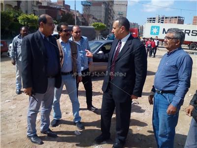 إزالة مخلفات البناء في محيط أرض المعارض بالإسكندرية
