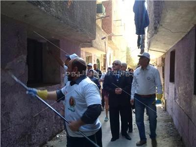 صور وفيديو| «مجلس إدارة الشارع» تنير وترصف الشوارع بالقمامة