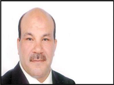 وليد عبد العزيز يكتب: رئيس عظيم يحتاج للمخلصين