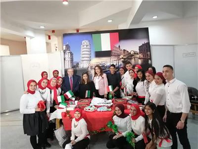 بالصور.. كلية الآداب بجامعة حلوان تنظم ملتقى الشعوب