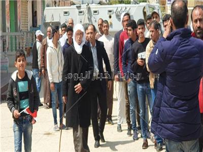 استمرار توافد المواطنين على لجان الانتخابات بالعريش