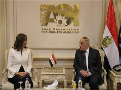 العربية للتصنيع تستقبل وزيرة الهجرة وتبحث الشراكة مع شركة الإمارات للألومنيوم