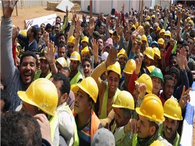 فيديو  عمال العاصمة الإدارية يصوتون على الاستفتاء