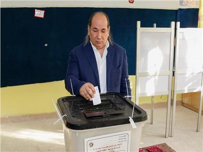 رئيس اقتصادية الوفد يدلي بصوته في الإستفتاء على التعديلات الدستورية
