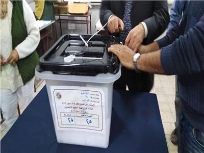 صور| غلق لجان مصر الجديدة.. وبدء عملية الفرز